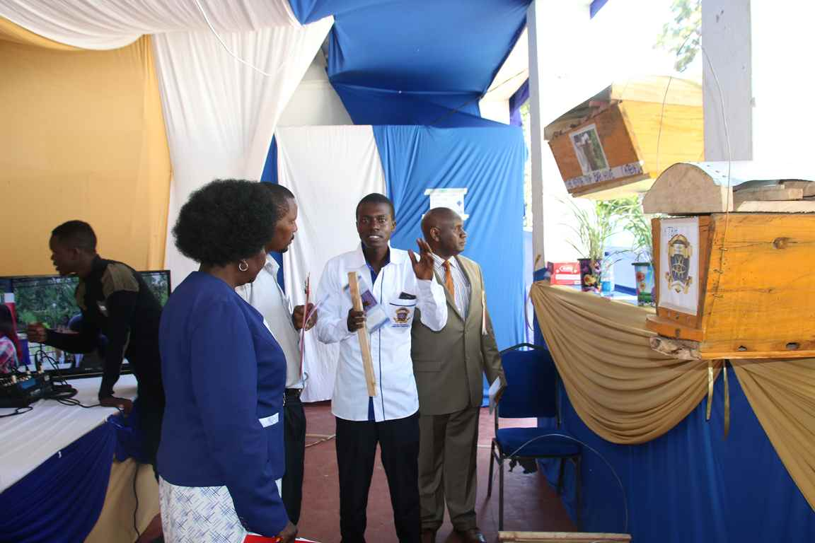 Showcasing Suspended Hives at the Bungoma A.S.K Satellite Show 2018